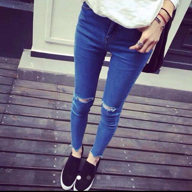 Как правильно сделать дырки на коленях джинсах 888