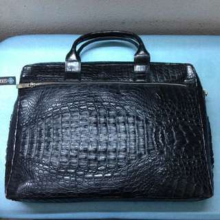 446261149f Full Black Crocodile Work Bag