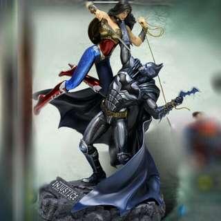 Injustice - God among us LTD collectible (Batman versus Wonder woman)