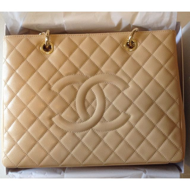 e7392d196c32 Chanel GST in Beige Caviar Leather & Gold Chain Hardware, Luxury on  Carousell