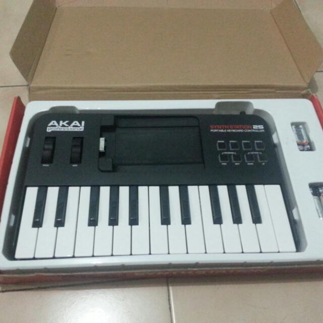 Akai Professional SynthStation 25 Portable Keyboard