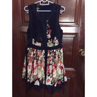 Vintage-Inspired Pleated Floral Dress