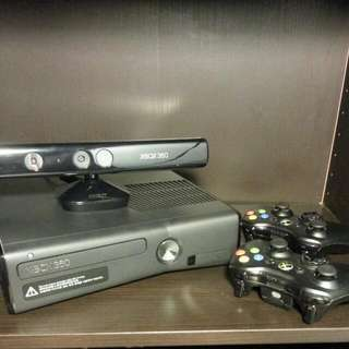 Xbox360 250Gb + 2 Controllers + 3 Games