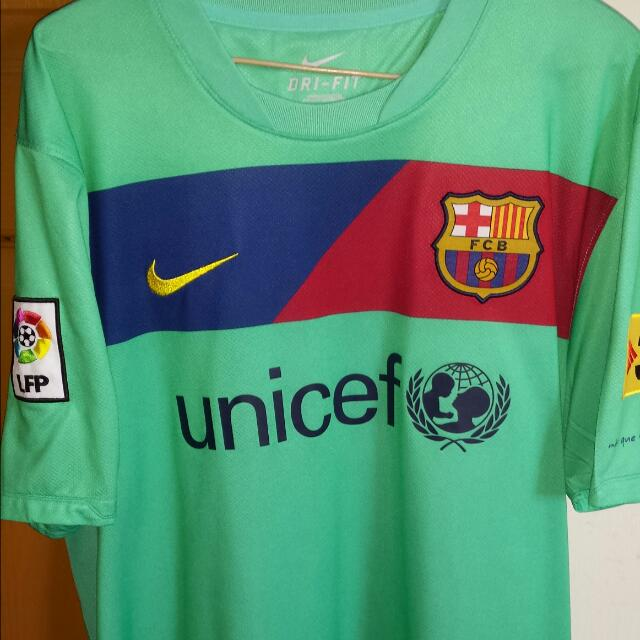 sports shoes 97876 c4371 2010-2011 FC Barcelona Away Kit Size L, Sports on Carousell