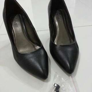 Fiore Black Shoe With Heels