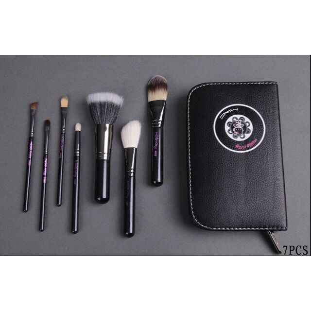 94359d3ef M.A.C Hello Kitty Brush Set (7pcs), Women's Fashion on Carousell