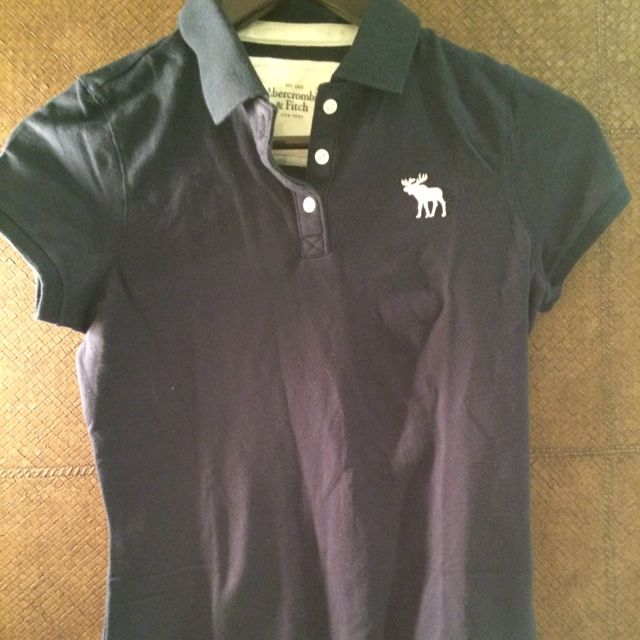 caa34637 Abercrombie & Fitch Classic Polo, Luxury on Carousell