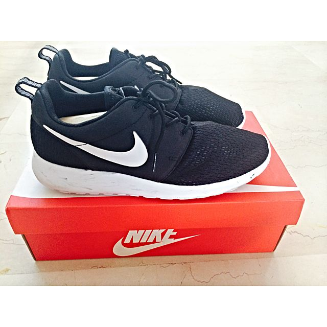 1dfaef21a48e ... purchase nike roshe run marble pack black white qs mens fashion on  carousell 4af51 20364
