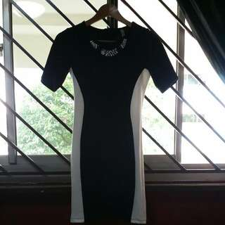 STRADIVARIOUS BODYCON DRESS-PENDING