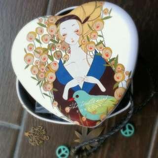 Heart-shaped Enamel Curio/jewellery Box