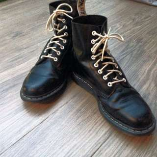 DOCTOR MARTENS HIGH CUT BOOT (AUTHENTIC)