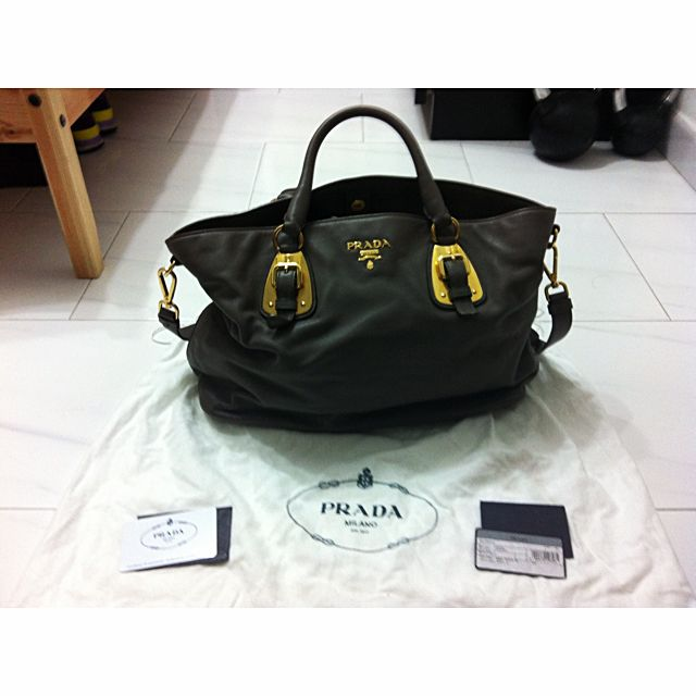 b3fed4c7f633 Authentic Prada BN1902 Soft Calf Leather Tote, Luxury on Carousell
