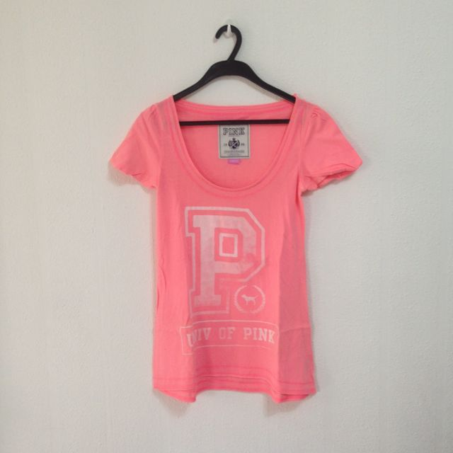 773d35a1541d1 Victoria's Secret PINK T-Shirt
