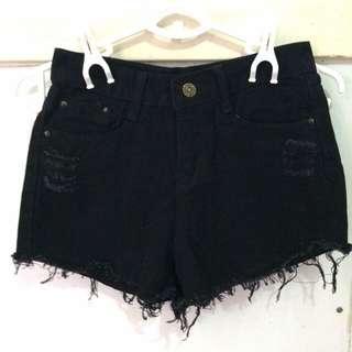 Frayed Black Highwaist Shorts!