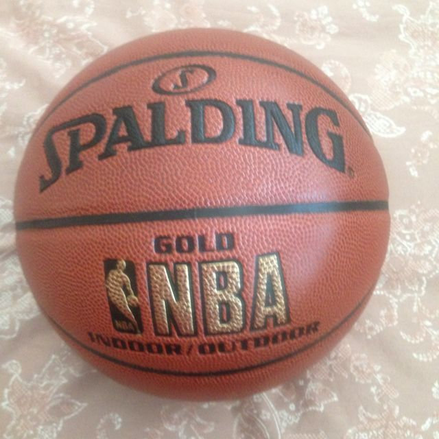 Spalding NBA Gold Indoor Outdoor basketball 8bb089094