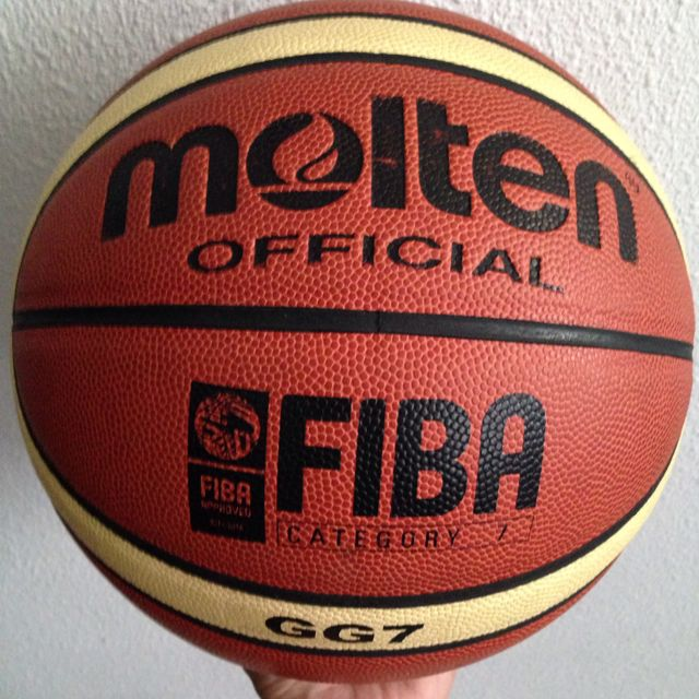 Molten GG7 basketball