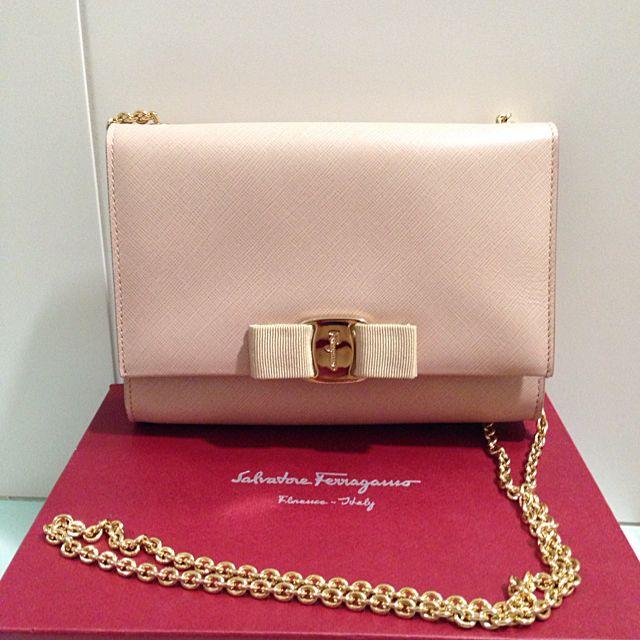 29a983bcff Authentic Salvatore Ferragamo Miss Vara Bow Clip Cross body Bag ...