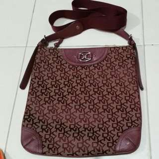 'Fast Deal $90' DKNY Sling Bag
