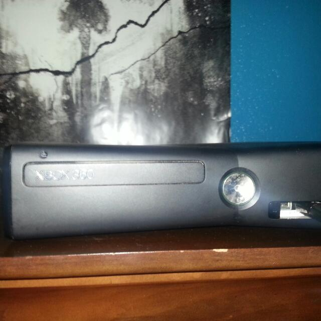 4 GB Xbox 360 Slim (Wired Controller)