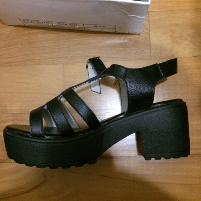 BN in box faux leather strappy sandals
