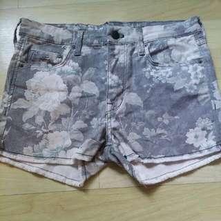 *PRICE REDUCED!* H&M Vintage Floral Jeans Short