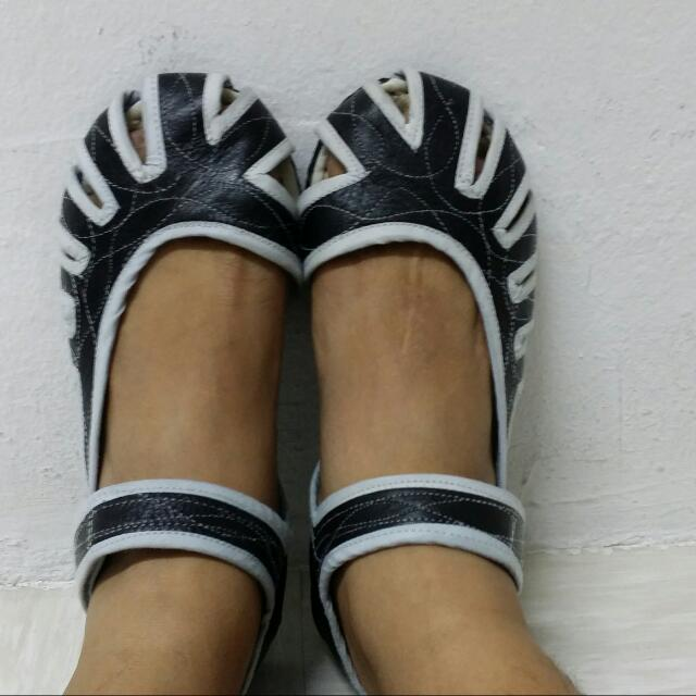 Unisex Japanese Leather Sandals