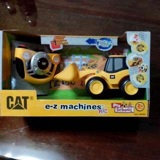 (BNIB) Remote Control CAT dozer toy, Pre School 2+