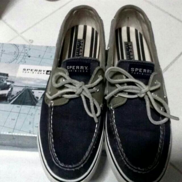 Sperry TOPSIDER.