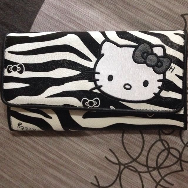 Price reduced!! (Hello kitty limited ed Purse!)