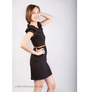 BN Structured Sleeved Dress in Black