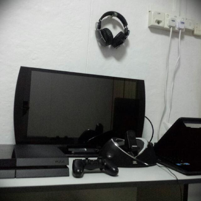 Gaming system (PS4, Playstation 3D Display, ASUS ROG G750JS-DS71, JBL ONBEAT Speakers)