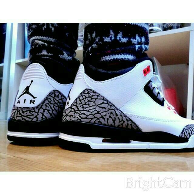 buy popular 6d305 f5ec1 Air Jordan Retro 3 infrared, Men's Fashion on Carousell