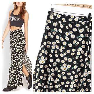 (RESERVED) (INCLUDING POSTAGE) Forever 21 Daisy Inspired Maxi Skirt