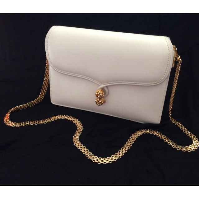 b0729985ebc Gucci vintage white clutch   shoulder bag   wallet on chain with ...