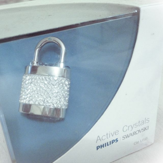 79d884c61622 Brand New   Unopened Swarovski Active Crystals USB memory key Lock Out 1GB