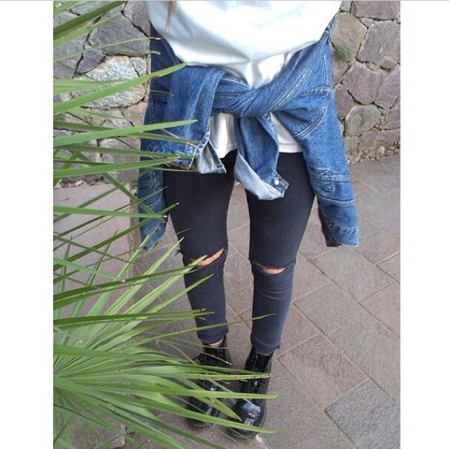 knee ripped highwaisted jeans