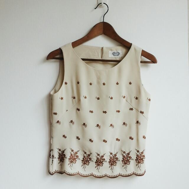 Vintage Crop Top Scallop Embroidery (Pending)