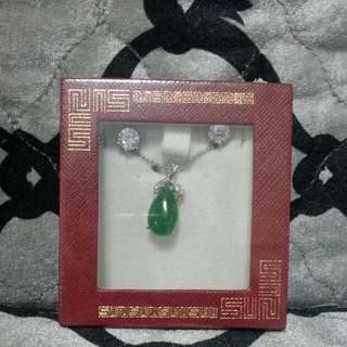 Jade Pendant With Earings