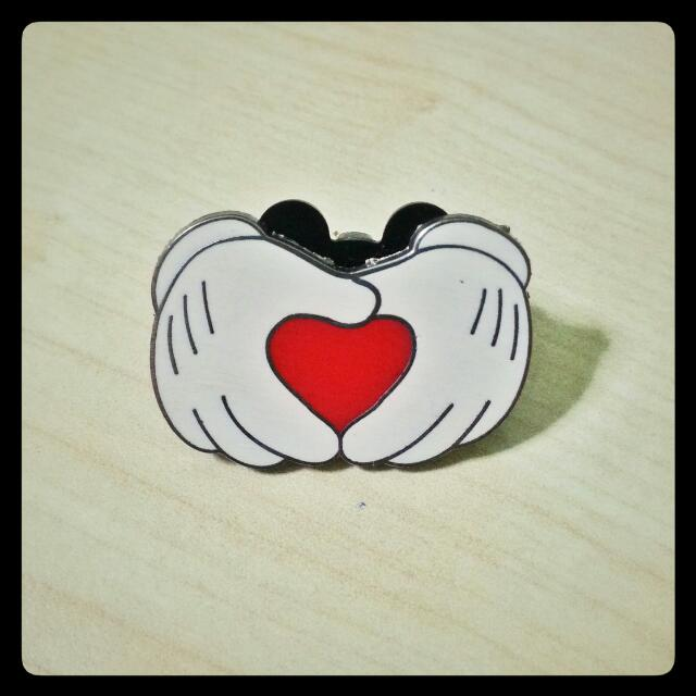 [Collectibles] Heart Gesture Pin