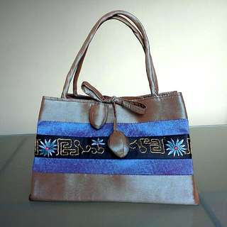 B03 NEW Bag Attention Grabbing Little Tote