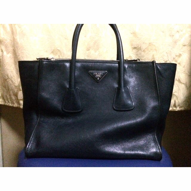 08587a460a0c 50% Off! Pre Loved Authentic Prada City Calf Shopping Tote