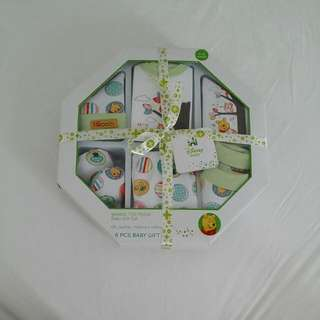 *reserved* BNIB Winnie The Pooh Baby Gift Set