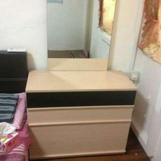 few months old dressing table for 180 orig price 380$