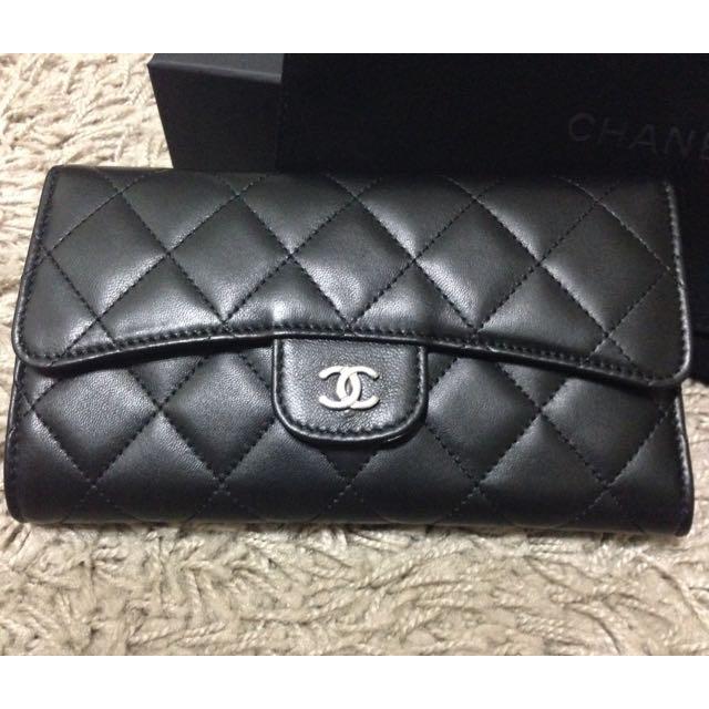 Chanel Lambskin wallet (authentic)