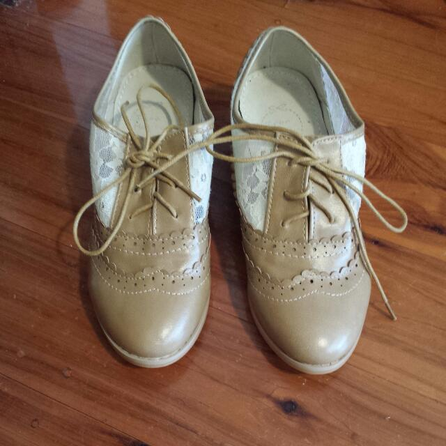 Vintage Inspired Shoes (Size 36)
