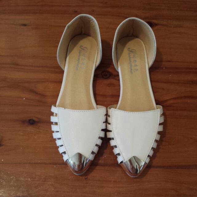 Womens Flats ( Size 39)