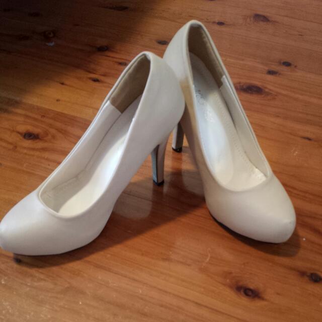 Womens Nude Heels (Size 37)