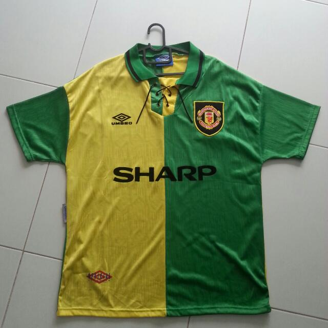 buy popular 4f845 d2067 Manchester United Away 1992 Classic Kit, Sports on Carousell