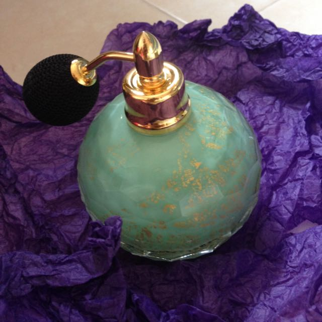 Penhaligon's Hand blown Crystal Atomizer In Mint With Gold Flakes