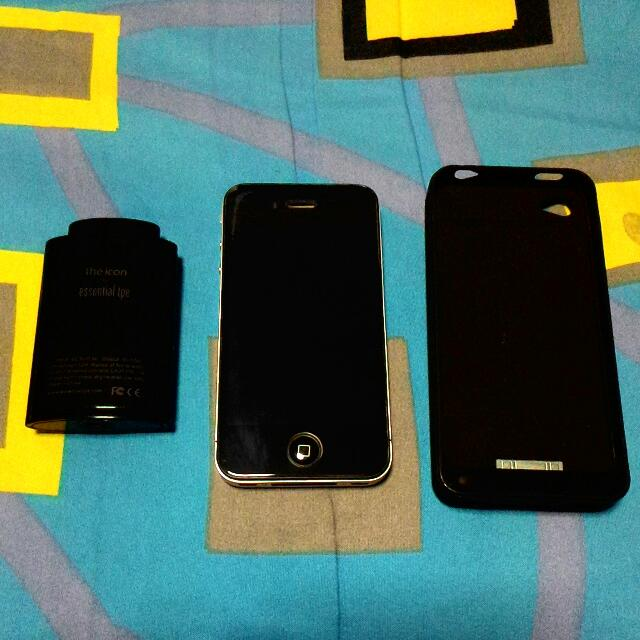 Apple Iphone 4 (included with reinforced screen protector & 2 external battery pack)